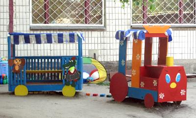 Паровозик на детский участок своими руками