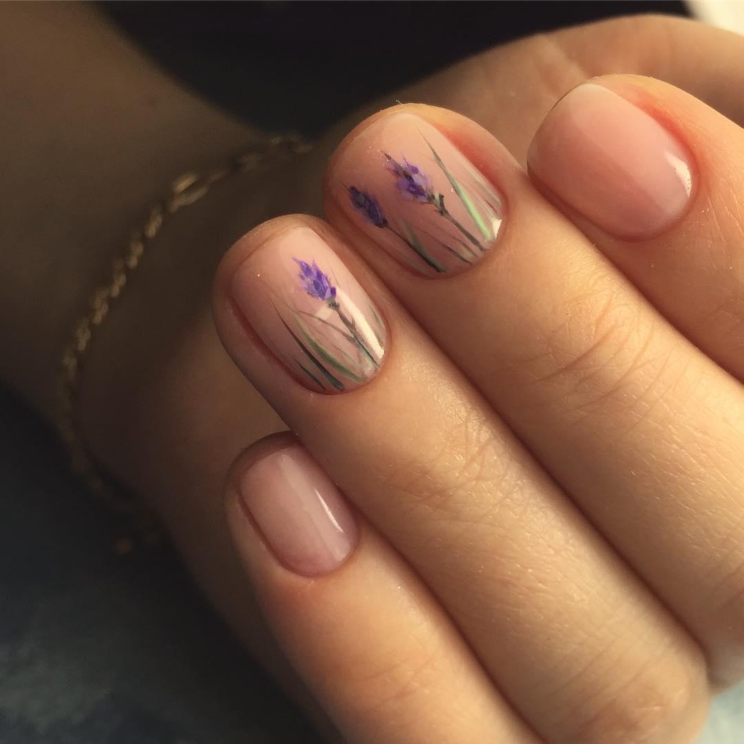 Бутон на ногтях фото