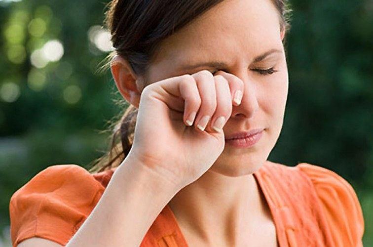 От чего чешутся глаза аллергия что делать