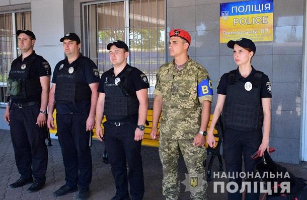 images201905Na zheleznoj doroge Doneckoj oblasti policejskie so sluzhebnymi sobakami budut iskat oruzhie i vzryvchatku.jpg 3