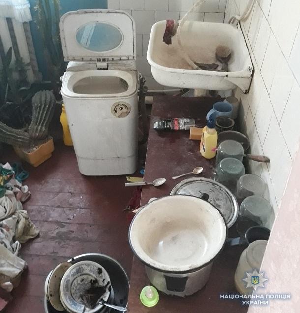 V Kramatorske pravoohraniteli zabrali troih detej u neradivoj materi 2