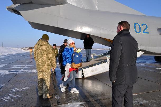 V Kramatorske zvezdy Ukrainskoj jestrady pozdravili voennosluzhashhih 333